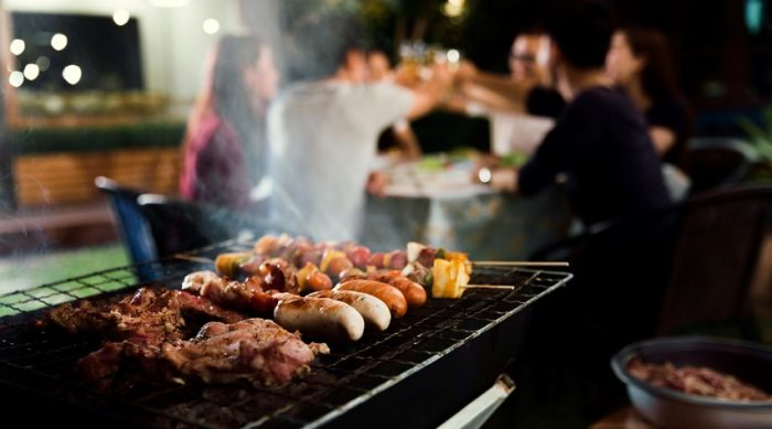 How to add smoke to a gas grill: follow the steps