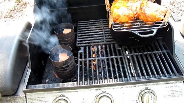 How to add smoke to a gas grill: do not open the lid too often