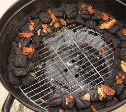 set up a charcoal grill: charcoal snake arranged with wood chips