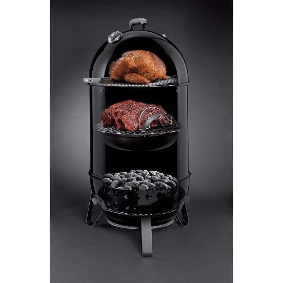 Weber 731001 Smokey Mountain charcoal smoker: vast cooking area