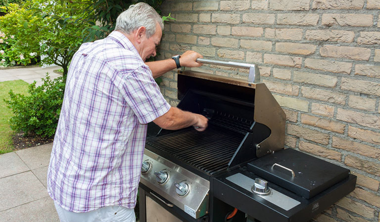 A Guide to a Spotless Grill: